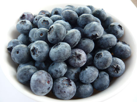 10 healthy foods for weight loss include blueberries